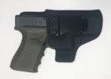 Glock 19/23/32 s nenakloněnou sponou pro nošení jako apendix.